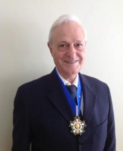 Maestro Gil recebeu láurea de Comendador pela Sociedade Brasileira de Artes, Cultura e Ensino, Ordem do Mérito Cultural Carlos Gomes, em dezembro de 2012.